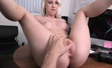 Sexy booty amateur blonde gets banged
