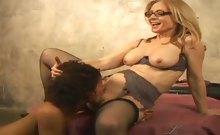 Cute ebony learns how to pleasure a woman with Nina Hartley!