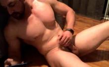 Gay Muscle Guy Solo Wanking