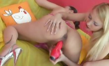 Lesbian bonks her preggy gf with a red dildo