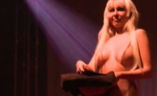 flexi milf masturbating on stage