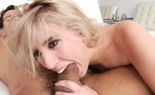 Blonde babe squirting