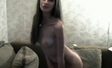 Sexy cambabe lets us smell her booty