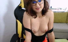 Gorgeous brunette camgirl showing pussy on webcam