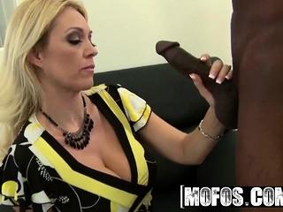 Charlee Chase wants that big black dick
