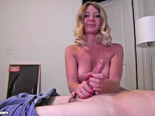 Harley Summers feels horny today and is gonna have some fun