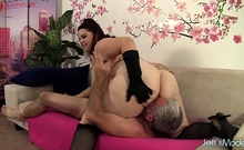 BBW Buxom Bella Gets Eaten out n Pounded