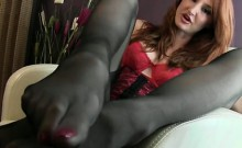 Jacking it her sexy feet and toes 2